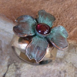 NAP8406r Patina Dogwood Flower Ring - Garnet