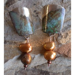 ET 9920ePE Etched Patina Solid Brass Contemporary Tapered Barrel Earrings - Gold/Bronze Pearls