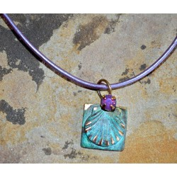 NMP26pd - Violette Opal Crystal / Pearlized Lavender Rawhide