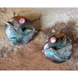 HUP1077e Verdigris Patina Lost Wax Cast Brass Hummingbird on Domed Circle Earrings - Rhodochrosite