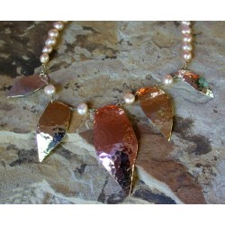 TRM327n Tri-metal Graduated Abstract Leaves Necklace - Pink Pearls