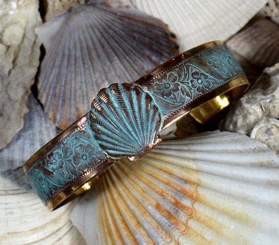 antique-gold-brass-delicate-flower-neckl